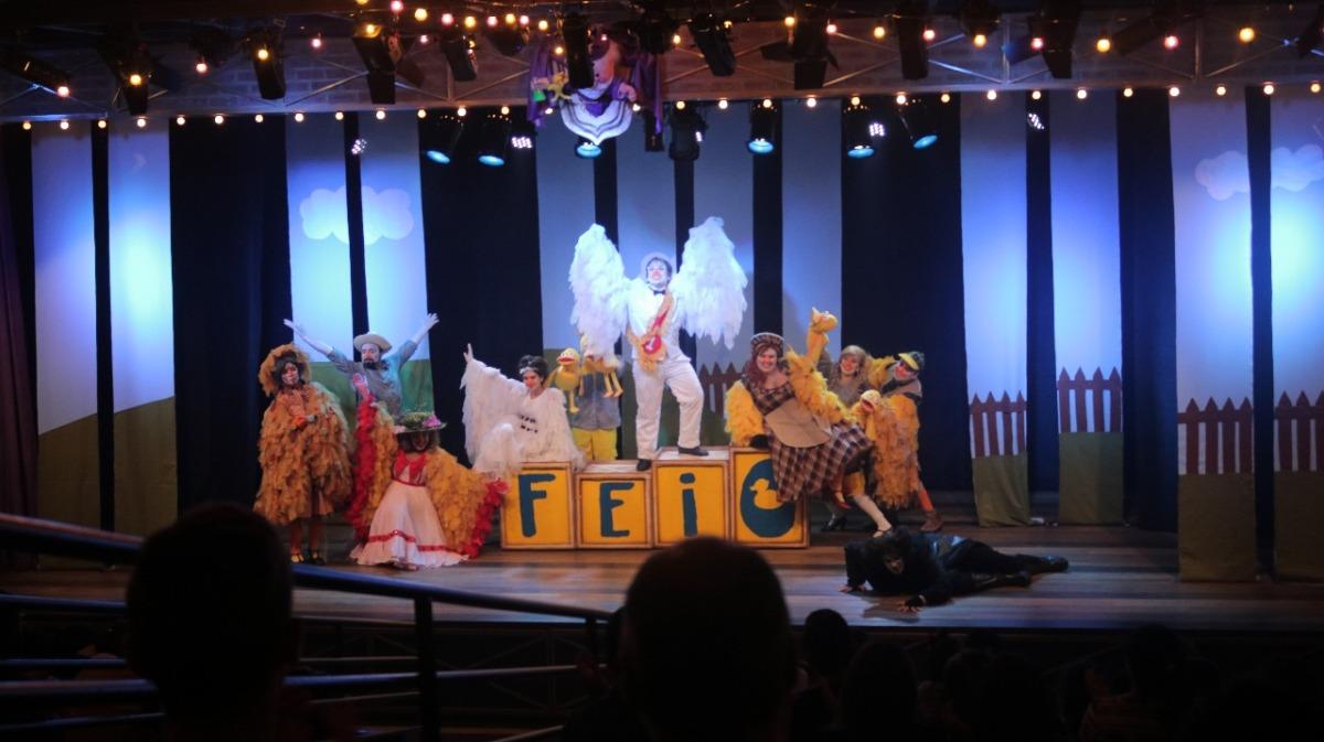 Feio, O Musical do Patinho entra em sua última semana de apresentações no Teatro Dr. Botica
