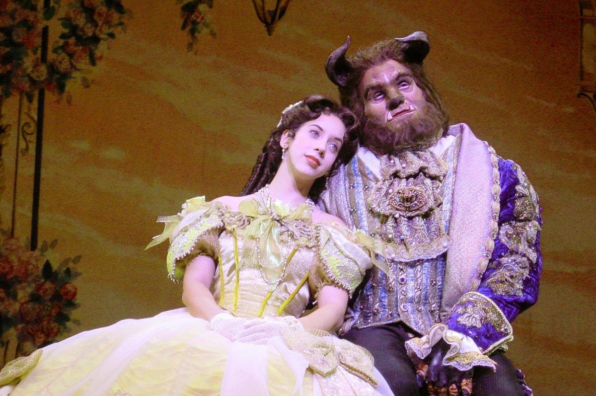 """Comemorando 25 anos, Disney anuncia nova produção de """"A Bela e a Fera"""""""
