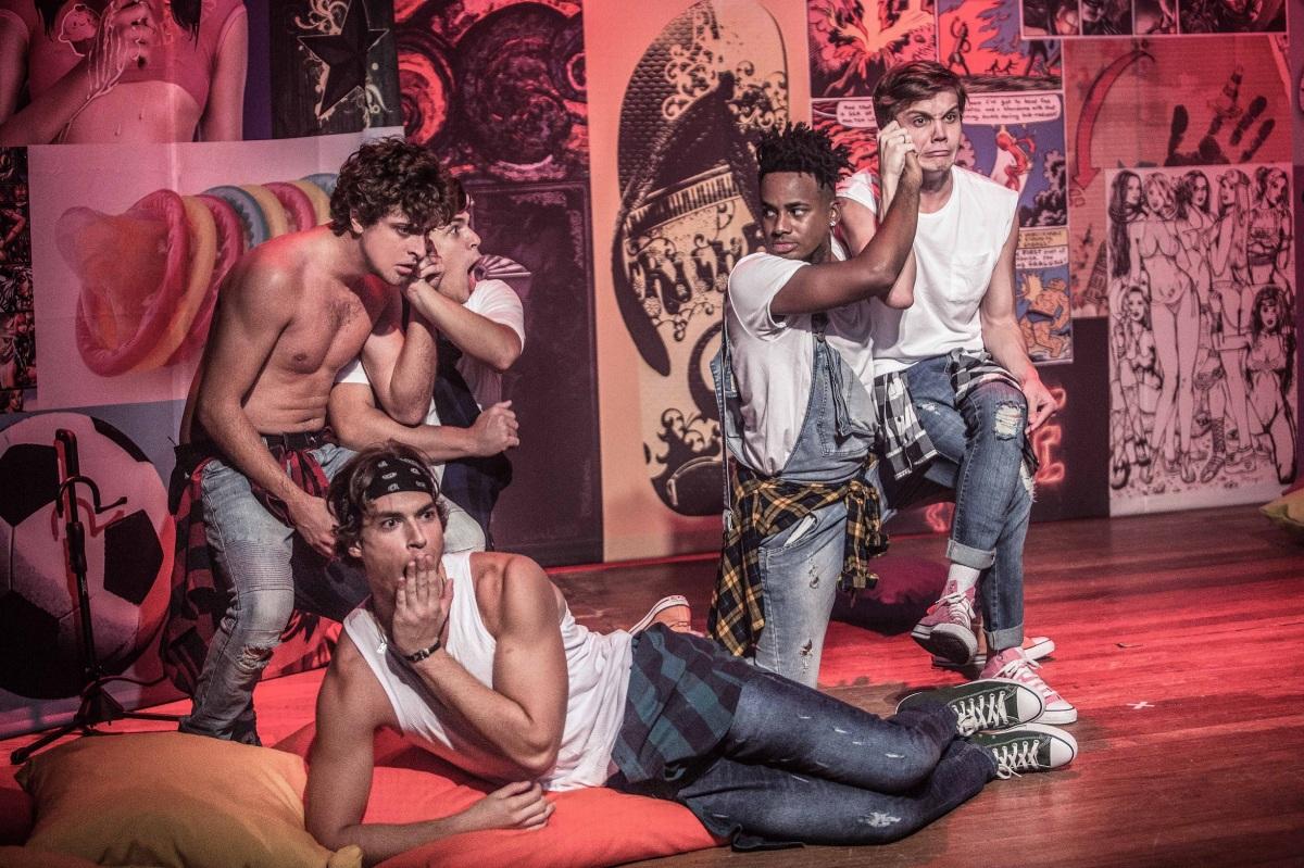 """Dos mesmos criadores de """"Meninos e Meninas"""", musical """"Garotos"""" retrata a juventude masculina"""